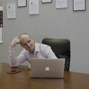Realitní makléř Michal Souček prodává nemovitosti svých zákazníků pomocí velmi propracovaného realitního marketingu a těch nejlepších prezentací.