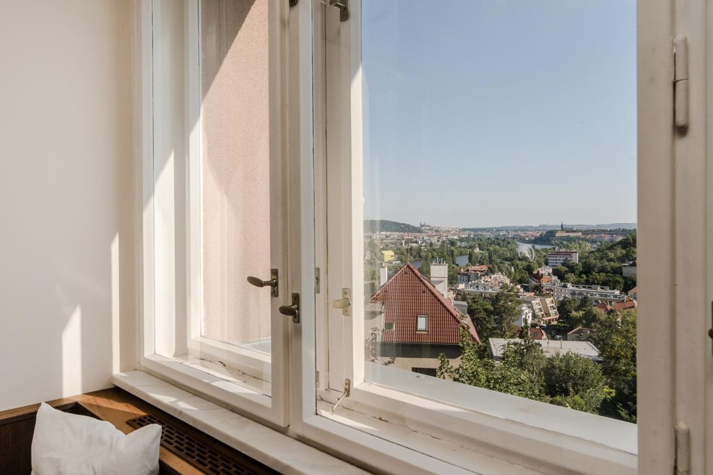 NA PRODEJ - Vila v Braniku s výhledem na Pražský hrad - Michal Souček - QARA